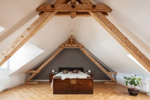 Dakkapel maakt een slaapkamer van de zolder